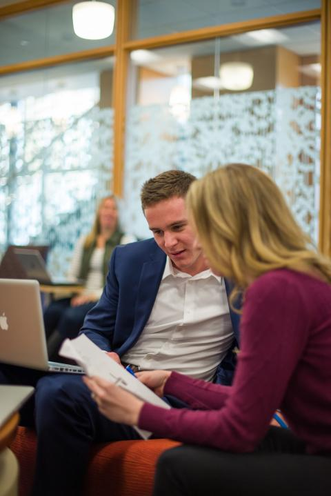 Image of University of New Hampshire student meeting with an Alumni Mentor from Wildcat Connections