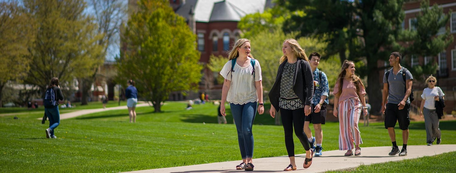 UNH students on campus