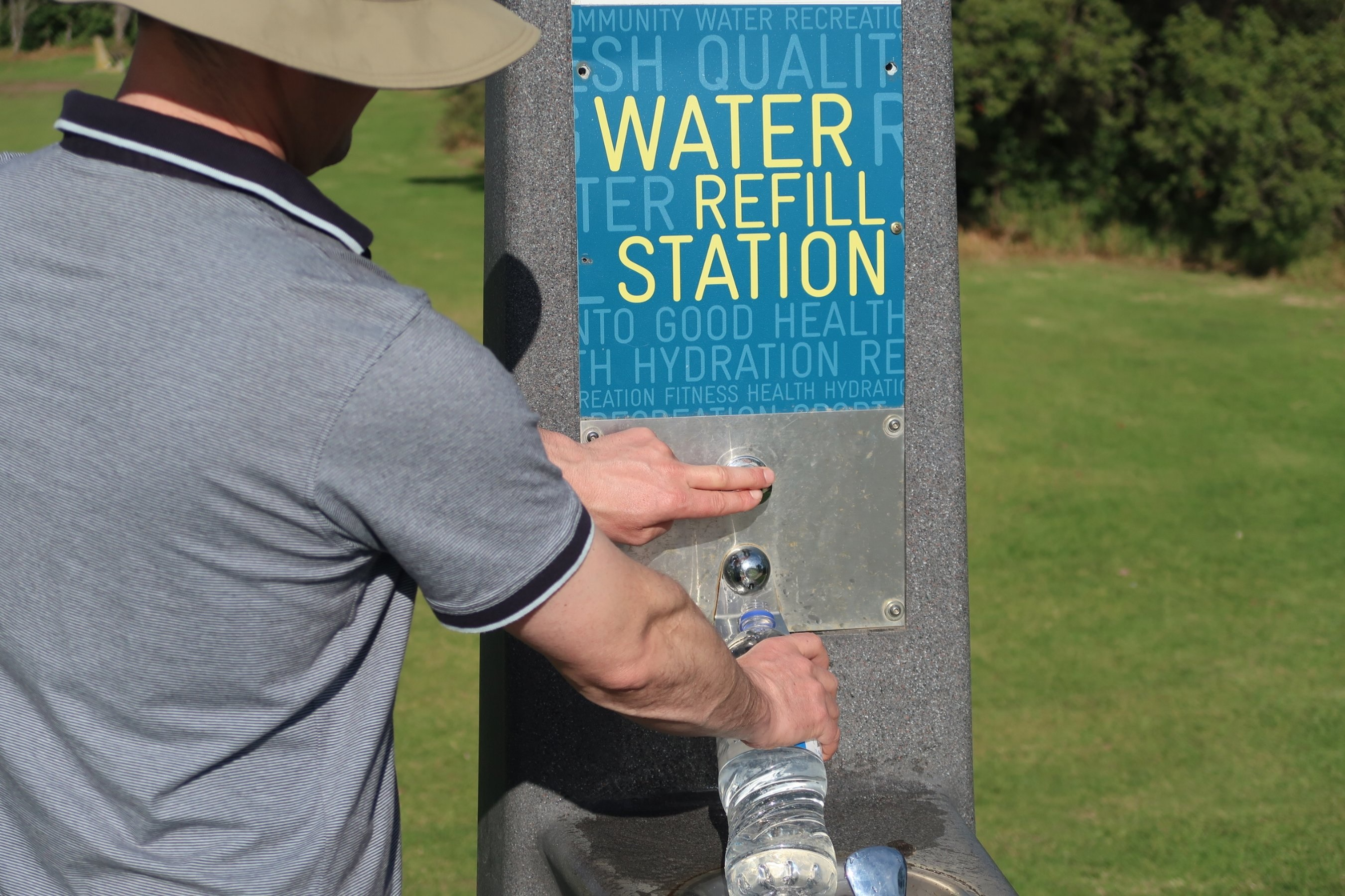 Person using a campus hydration station