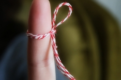 photo of a finger with a reminder string tied to it