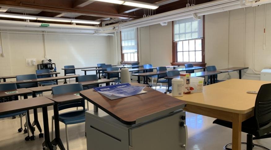 New Hampshire Hall G10 Room Photo
