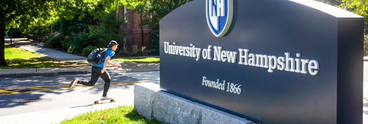 UNH Sign on campus