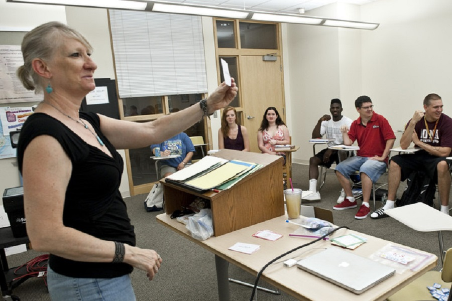 A photo of students learning american sign language at UNH