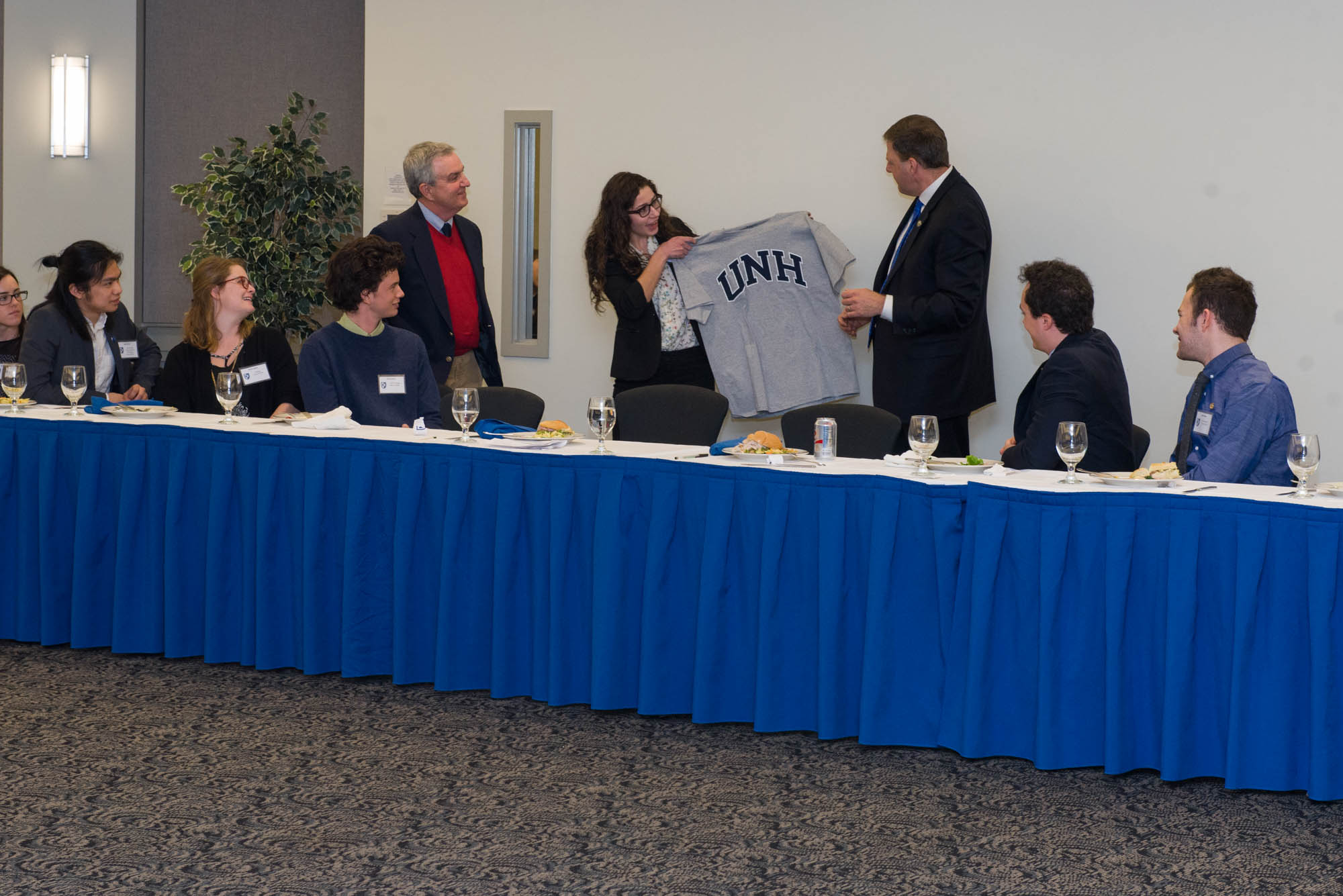 Ashley LeBlanc presents Governor Sununu with a UNH t-shirt