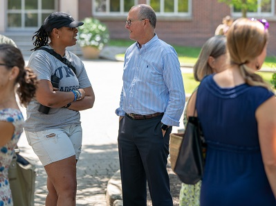 Photo of UNH student asking President Dean a question