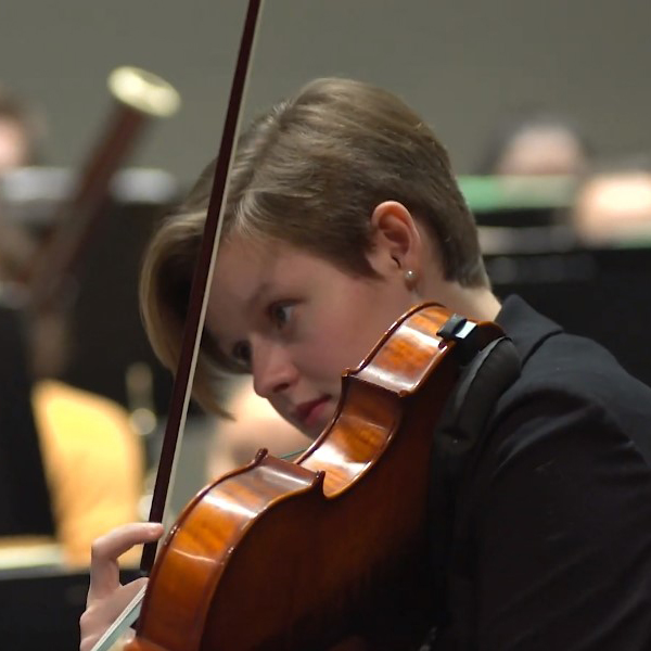 juliana good unh student performing on violin