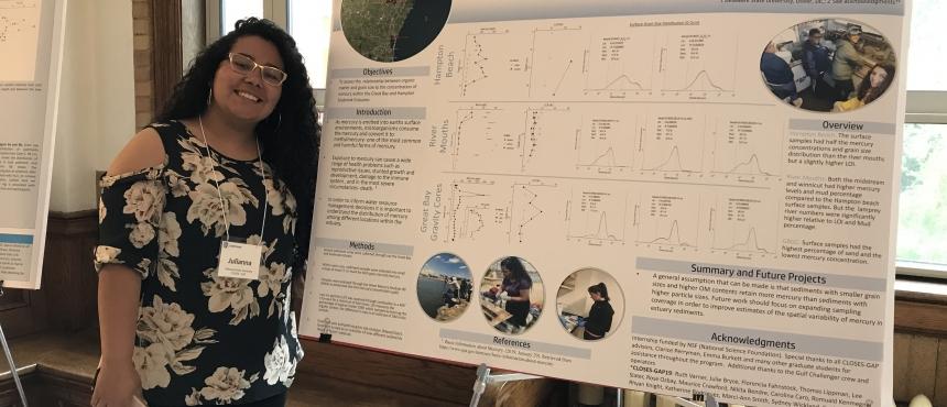 Julianna Gutierrez presenting her poster (2019 cohort)