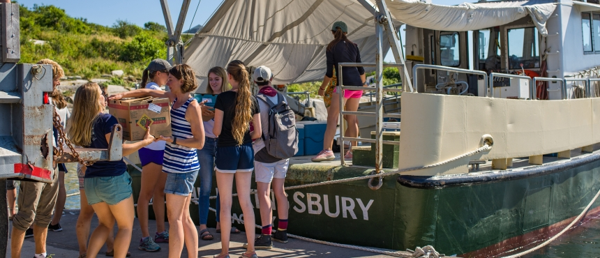 Students load up UNH vessel at dock in the summer.