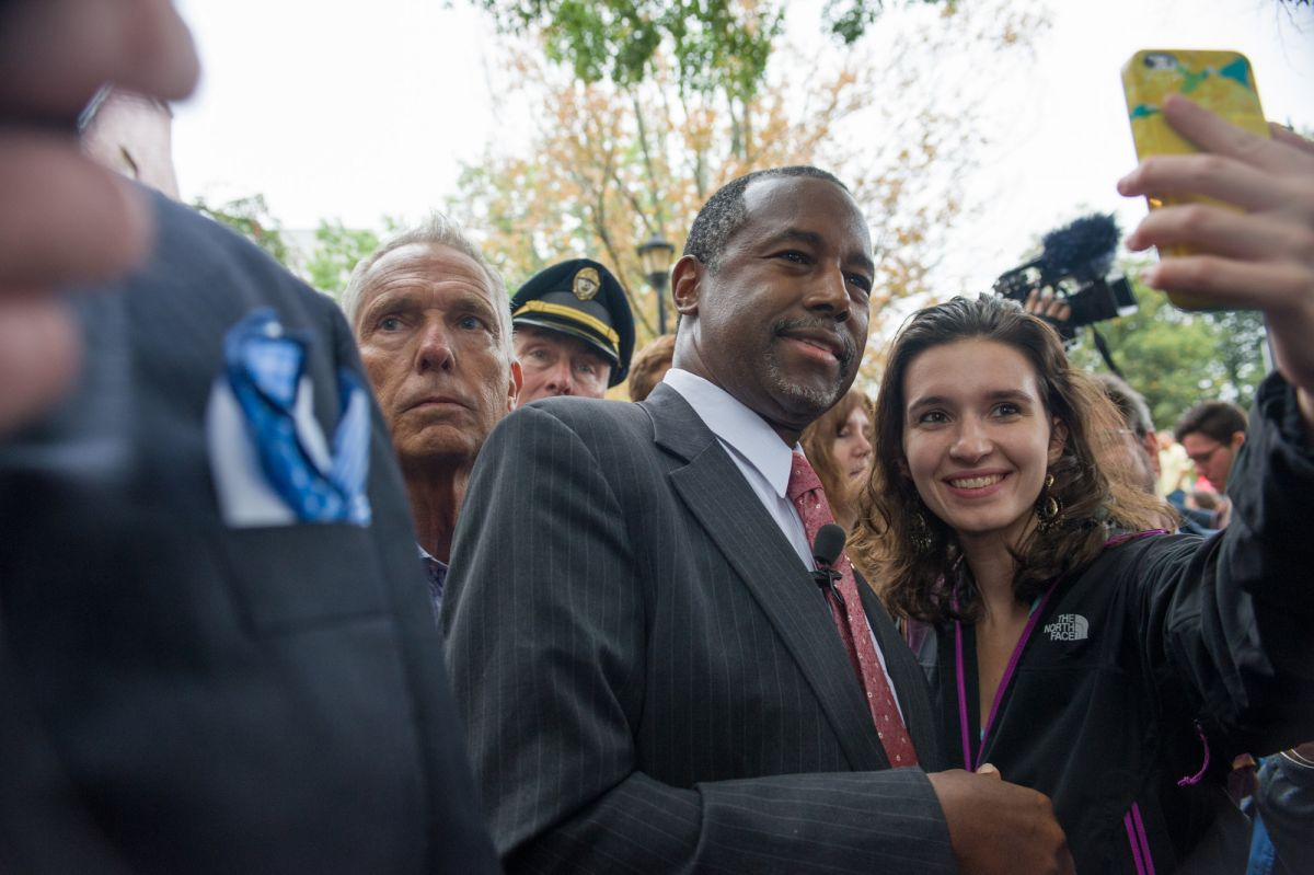 UNH student Elizabeth Girard '16 with presidential candidate Ben Carson