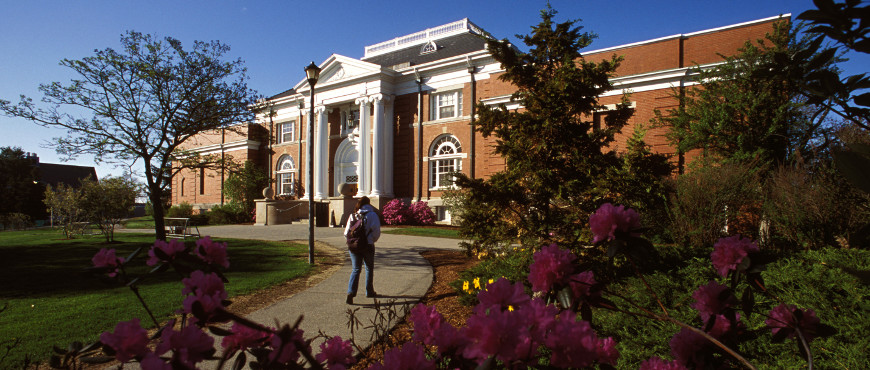 Image of Hamilton Smith Hall at UNH
