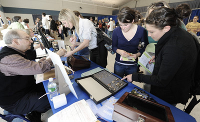 unh students at commencement fair