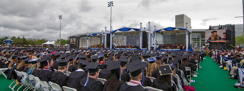 unh students at commencement