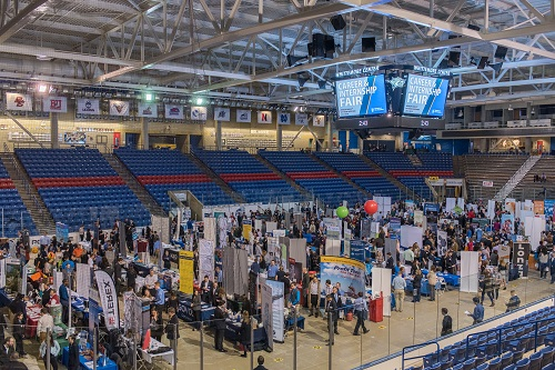 image of UNH Career Fair crowd