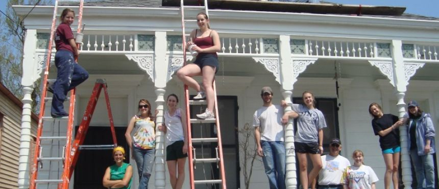 University Honors Program students working on a home in New Orleans during spring break.