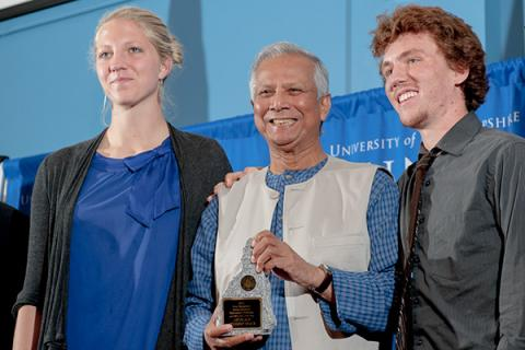 Muhammed Yunus posing with students