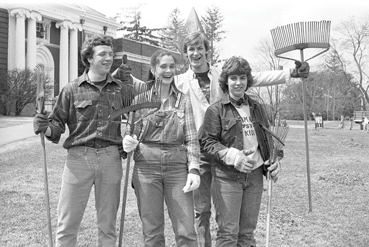 UNH students from 1985 holding rakes