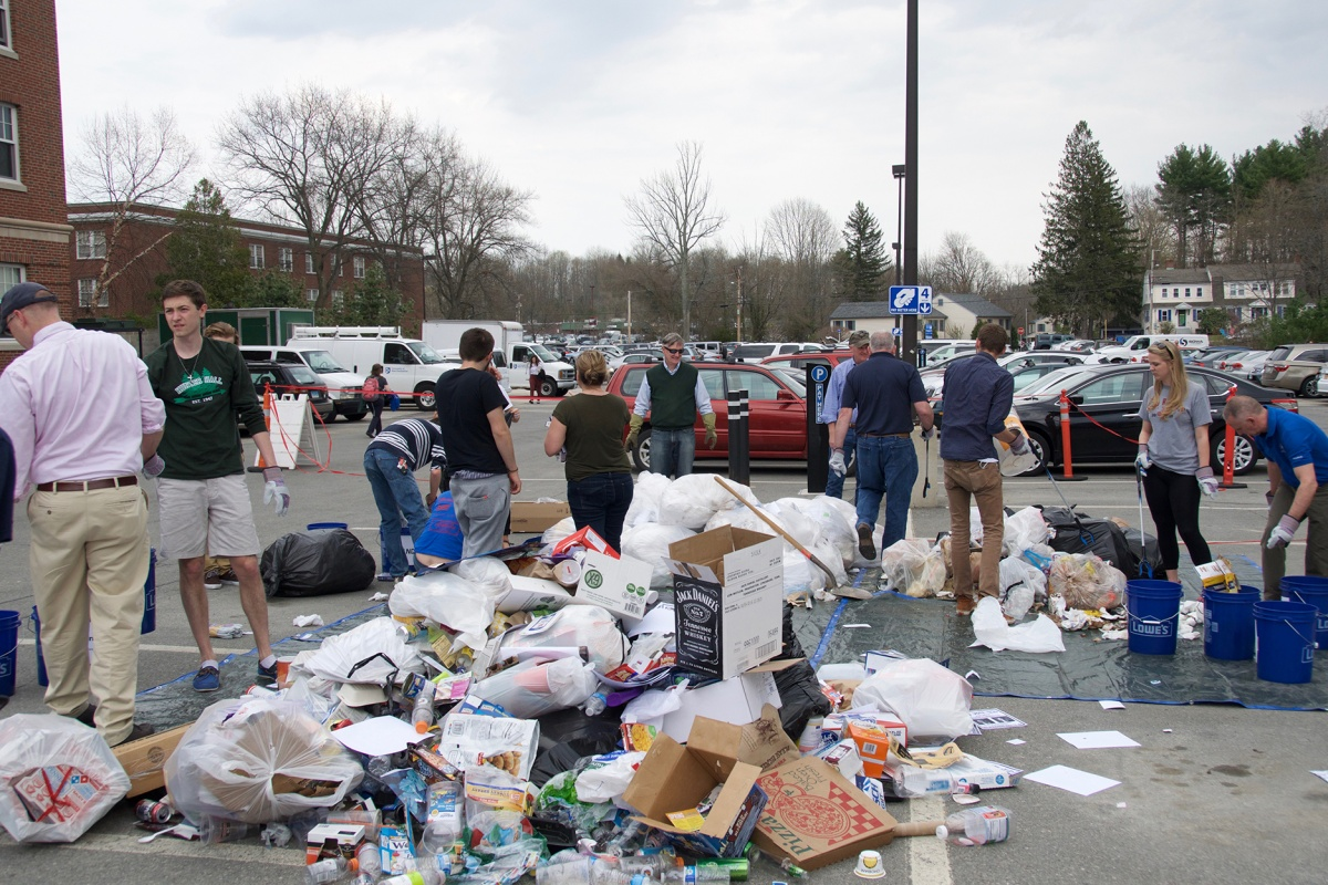 Students, faculty and staff at UNH's Earth Day Dumpster Dive