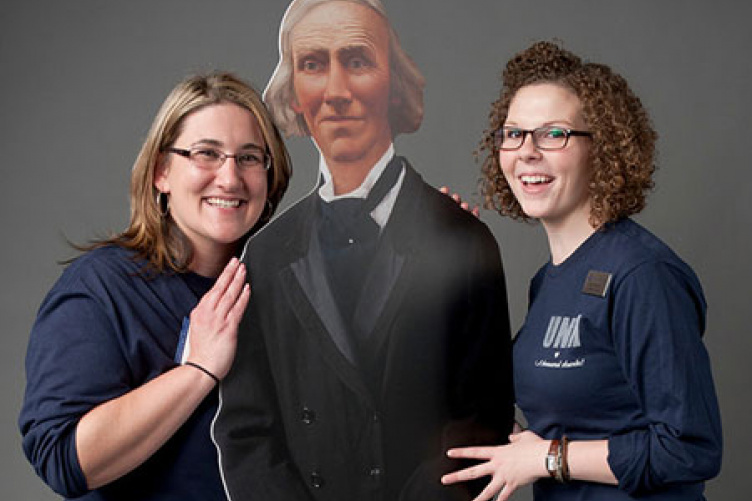 "assistant director of Donor Relations Emily Moore '06 and administrative assistant Lisa Santilli '11 pose with UNH Founding Benefactor Ben Thompson at the Nov. 14 ""A Thousand Thanks"" event"