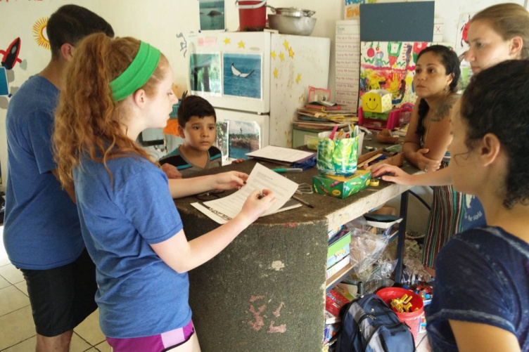 UNH students work with children in Costa Rica