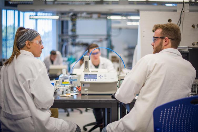 Students in a lab at Kingsbury Hall at UNH