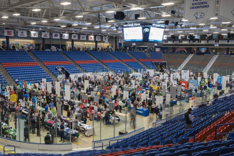 Students at UNH career and internship fair