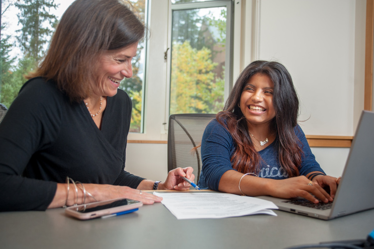 Amada Guapisaca chats with a career counselor