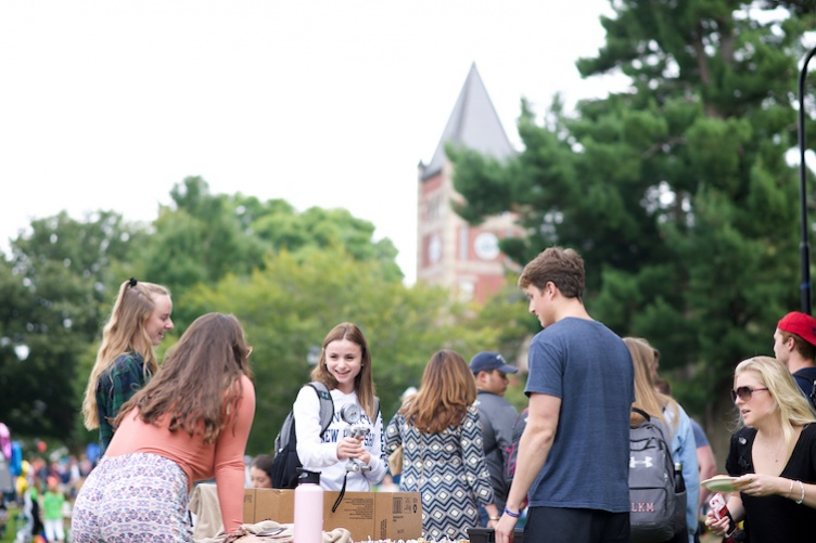 Students on T Hall lawn at University Day