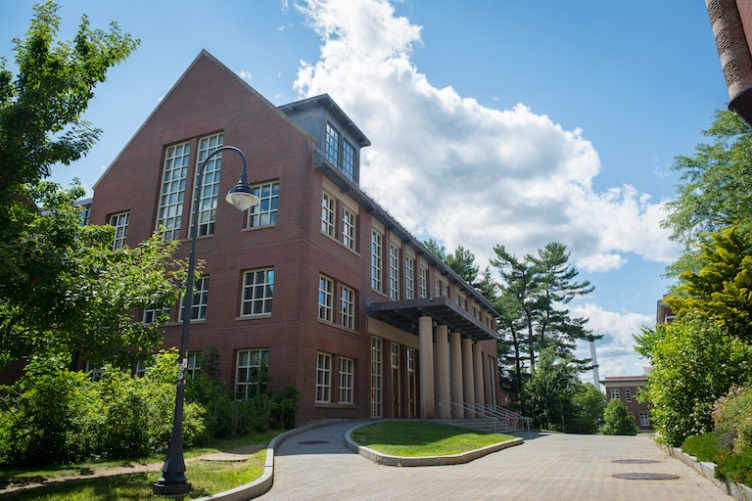 UNH Dimond Library exterior