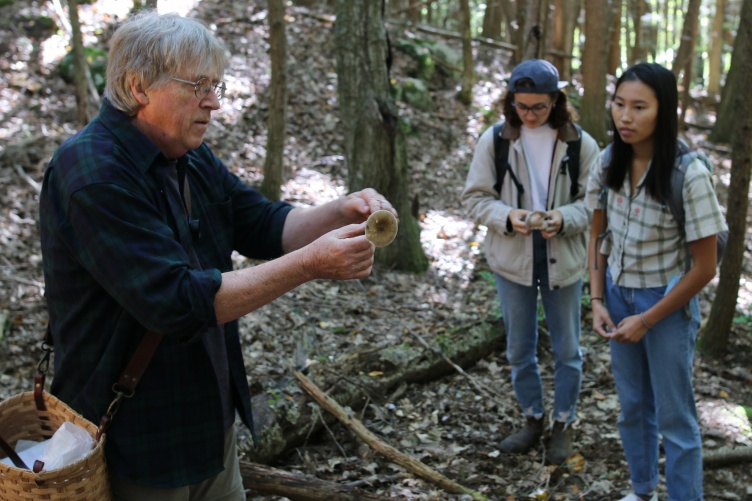 UNH Professor Chris Neefus talks to his students about mushrooms.