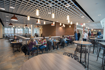 UNH students eating in Holloway Commons
