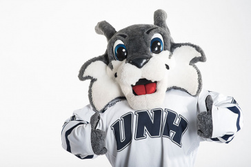 UNH's Wild E. Cat giving a thumbs up