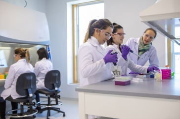 UNH Manchester Launches Biotechnology Graduate Program