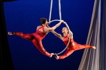 UNH aerial dancers