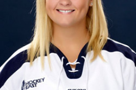 UNH hockey player