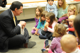 mike ferrara reading to chidren