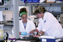 UNH veterinary student