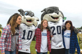 UNH students with Wild E. Cat and Gnarlz
