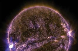 solar flares on the sun (NASA / SDO)