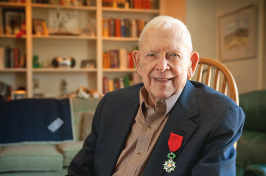 UNH alumnus Fred W. Hall, Jr. '41