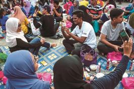 people gathering for Ramadan
