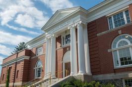 Hamilton Smith hall at UNH