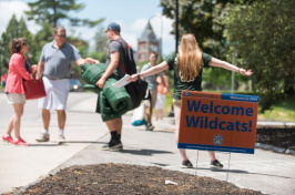 a UNH student arriving at June orientation