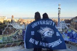 Kate Aiken '19 and Emily Jenkins '19 in Barcelona