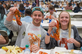 UNH students eating lobsters