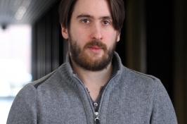 UNH space physics professor Noe Lugaz