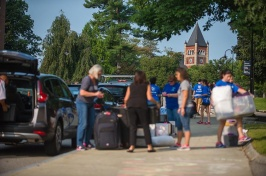 UNH students on move-in day