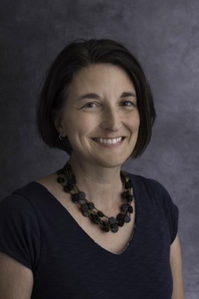 UNH Associate Professor Serita Frey headshot