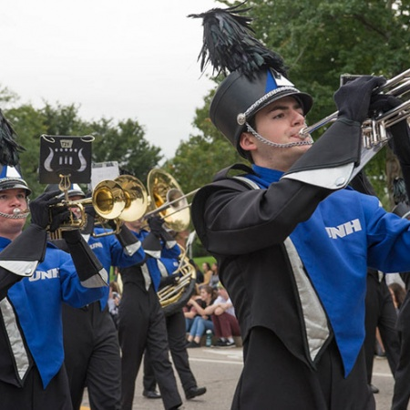 UNH marching band members in the homecoming parade