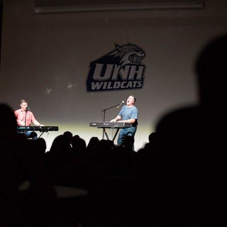 dueling piano players at UNH Homecoming
