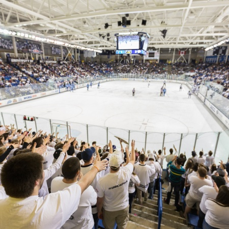 UNH hockey White out the Whitt